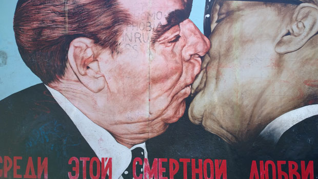 berlin-wall-kiss